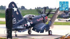 Aeronave Original FORMAÇÃO INCRÍVEL VÔO F4U CORSAIR & B-25 MITCHELL THE FLYING BULLS avião movido a