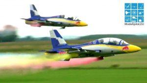 Red Bull Aerobatic Team Sebastian ma Robert Fuchs 2X AERMACCHI MB-339 faʻavae faigamalaga